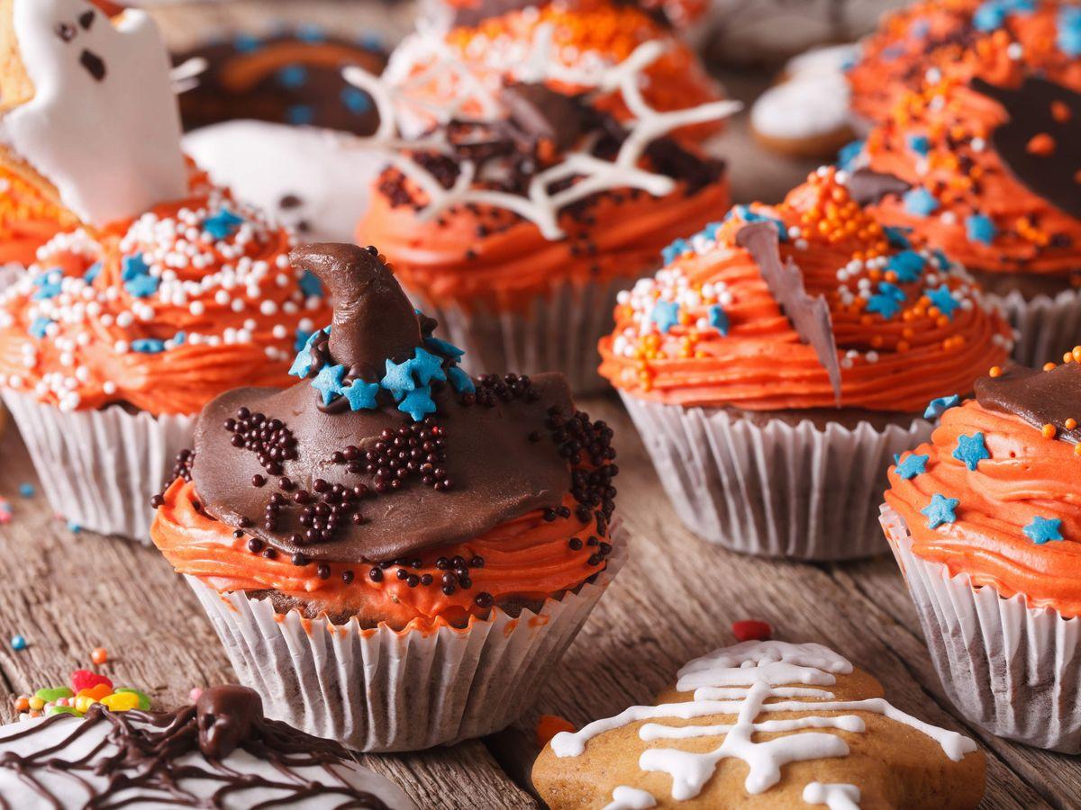 ハロウィンデコレーションしたカップケーキ