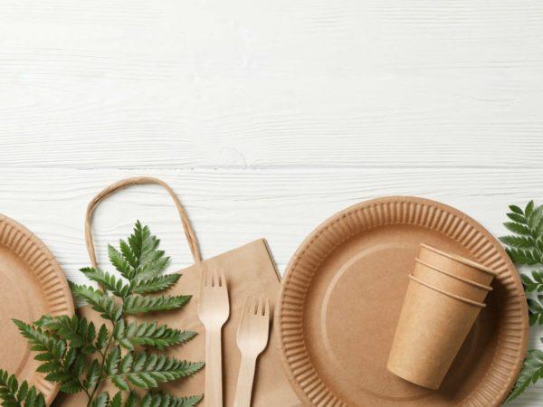 紙コップと紙皿