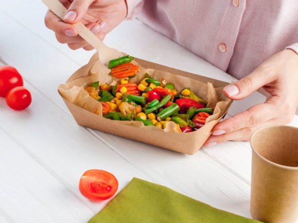 紙容器に入った惣菜